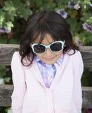 Piękny małej dziewczynki ono uśmiecha się zdjęcia royalty free