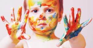 Piękny mały dziewczynki robić uzupełniał humorystycznego obrazek Obraz Royalty Free