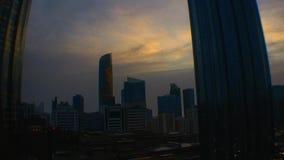 Piękny magiczny zmierzch w Abu Dhabi mieście, Zjednoczone Emiraty Arabskie zdjęcie wideo