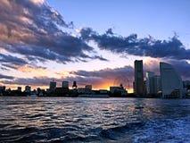 Piękny miasto przy półmrokiem fotografia royalty free