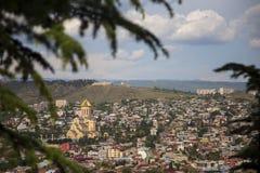 Piękny miasto Tbilisi spojrzenie z wierzchołkiem dachy fotografia royalty free
