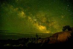Piękny Milky sposobu strzał przy łuku parka narodowego Utah usa Astronomii miejsca Utah lekkiego zanieczyszczenia niski sławny tu zdjęcia royalty free