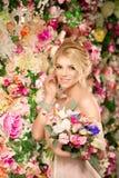 piękny model mody panna młoda zmysłowa Kobieta z ślubną suknią Zdjęcia Royalty Free