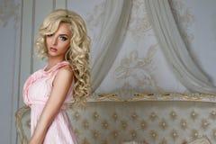 Piękny model, wewnętrzny studio Obraz Royalty Free