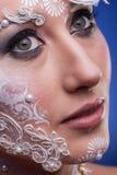 Piękny model z artystyczny kreatywnie uzupełniał Fotografia Stock