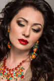 Piękny model z biżuterią Fotografia Royalty Free