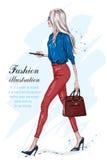 Piękny mody kobiety odprowadzenie Mody elegancka dziewczyna z akcesoriami ilustracja wektor