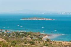 Piękny morze kształtuje teren wyspę w Pattaya, Tajlandia Obraz Royalty Free