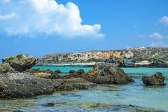 Piękny morze w Crete Grecja Elafonisi wyspa rogacze obrazy stock