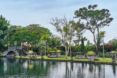 Piękny most w Tirta Gangga wody pałac na Bali wyspie Zdjęcie Royalty Free