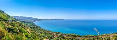 Piękny nabrzeżny krajobraz przy Cilentan wybrzeżem, Campania, Włochy zdjęcia stock