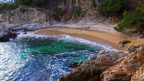 Piękny nabrzeżny podpalany Costa Brava w Hiszpania w 4K zdjęcie wideo