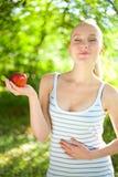Piękny napad i zdrowa kobieta target1210_1_ jabłka Obrazy Royalty Free