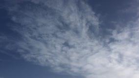 Piękny niebieskiego nieba tło Niebo z chmury natury chmury pogodowym błękitem niebieskiego nieba słońce zbiory wideo