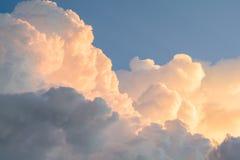Piękny niebo w wieczór chmurze fotografia stock