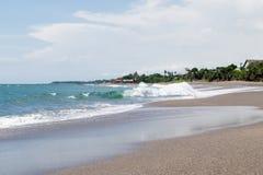 Piękny nieporuszony wybrzeże w zwrotniku Obrazy Royalty Free