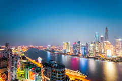 Piękny noc widok nowożytny miasto w Shanghai Obrazy Stock