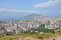 Piękny nowożytnego i wysokiego budynku okręg Śródziemnomorski miasto Alania Obrazy Stock