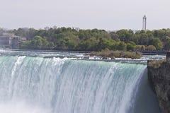 Piękny obrazek z zadziwiającym Niagara spada od kanadyjczyk strony zdjęcie stock