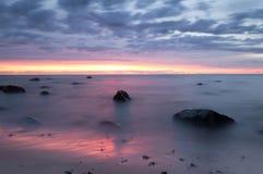 Piękny oceanu zmierzch przy plażą park narodowy w Sweden Zdjęcie Royalty Free