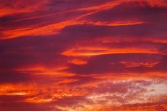 Piękny ognisty zmierzchu niebo fotografia stock