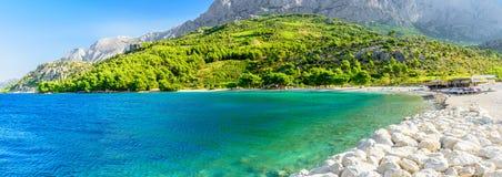 Piękny opróżnia plażę w Makarska, Chorwacja obraz royalty free