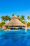 Piękny outdoors basen przy hotelem w Kuba fotografia stock