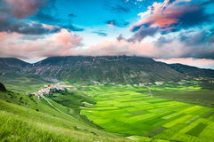 Piękny półmrok w górach, Umbria zdjęcie royalty free