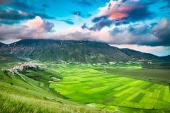 Piękny półmrok w górach, Umbria zdjęcia royalty free