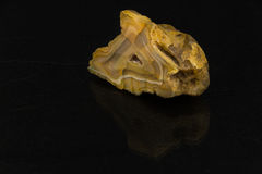 Piękny półszlachetny kamienny agat ciie na czarnym tle Zdjęcia Royalty Free