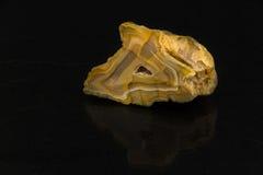 Piękny półszlachetny kamienny agat ciie na czarnym tle Obraz Stock