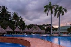 Piękny pływacki basen przy zmierzchem Fotografia Stock