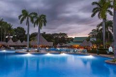 Piękny pływacki basen przy zmierzchem Zdjęcie Stock