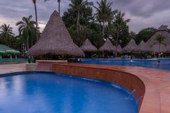 Piękny pływacki basen przy zmierzchem Obraz Stock