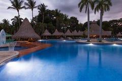 Piękny pływacki basen przy zmierzchem Obrazy Royalty Free