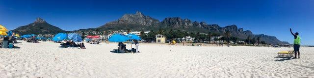 Piękny panorama widok nad obóz zatoki plażą i dwanaście apostołami, Stołowa góra zdjęcie royalty free