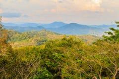 Piękny panoramiczny widok górski od wzgórza Duży Buddha w Ph Zdjęcie Stock