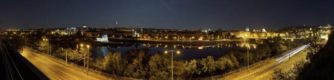 Piękny panoramiczny widok od Letna parka przy Praga pejzażem miejskim przy nocą obrazy royalty free
