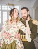 Piękny para mężczyzna, kobieta w średniowiecznych kostiumach i obraz stock