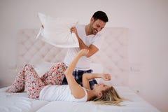 Piękny pary poduszki bój zdjęcie royalty free