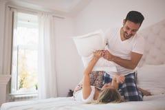 Piękny pary poduszki bój fotografia stock