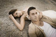 Piękny pary relaksować textured skała outdoors Obraz Royalty Free