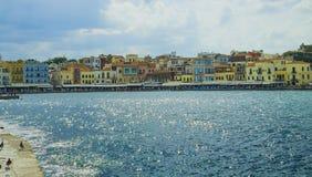 Piękny pejzaż miejski i deptak Widok stary port Chania, Crete, Grecja obraz stock