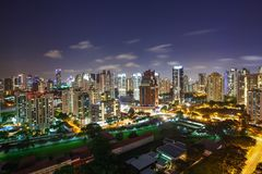 Piękny pejzaż miejski przy nocą fotografia stock