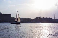 Piękny pejzaż miejski z rzeką Fotografia Stock
