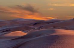 Piękny piasek diun krajobraz przy wschód słońca w Namib pustyni obraz royalty free