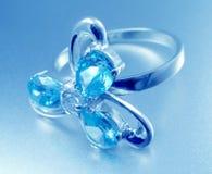 piękny pierścionek, niebieski Fotografia Stock