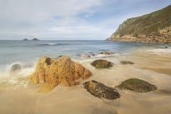 Piękny plaża krajobraz z miękkimi pastelowymi kolorami w ranku lig Obraz Stock