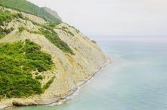 Piękny plaży zatoki wybrzeże morze z skałami Zdjęcie Royalty Free