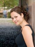 piękny plenerowego portret kobiety uśmiechnięci young zdjęcie royalty free